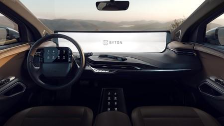 Byton M-Byte: el SUV eléctrico cuya pantalla curva de 48 pulgadas eclipsa la tablet del volante