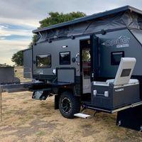 La Opus OP-15 es una caravana de bolsillo de lo más completa, con paneles solares y cocina extraíble