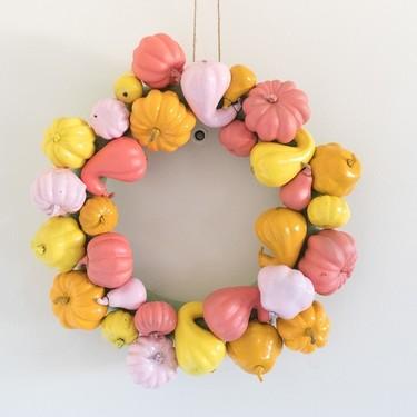 Hazlo tú mismo: una corona de mini calabazas para Halloween