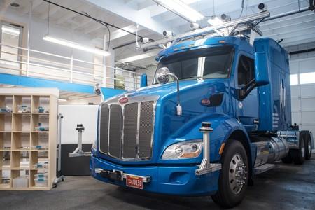 Los camiones autónomos están aquí, pero aseguran que éste no busca sustituir al conductor