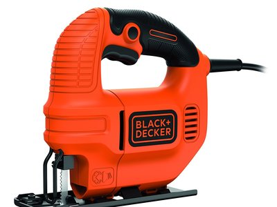 Por 24,73 euros tenemos esta sierra de calar  Black and Decker KS501 en Amazon