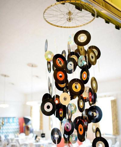 Recicladecoración: un móvil decorativo creado con discos de vinilo