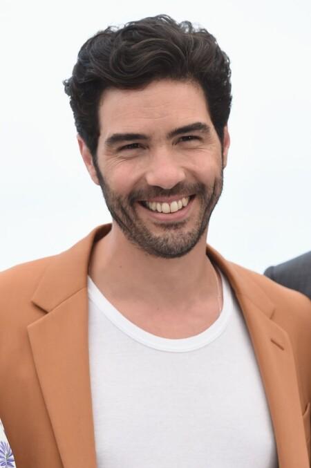 Tahar Rahim El Ejemplo Perfecto De Como Agregar Color A Un Look Formal Inspirandonos En Su Paso Por Cannes 2
