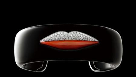 Enigma: labios en la joyería