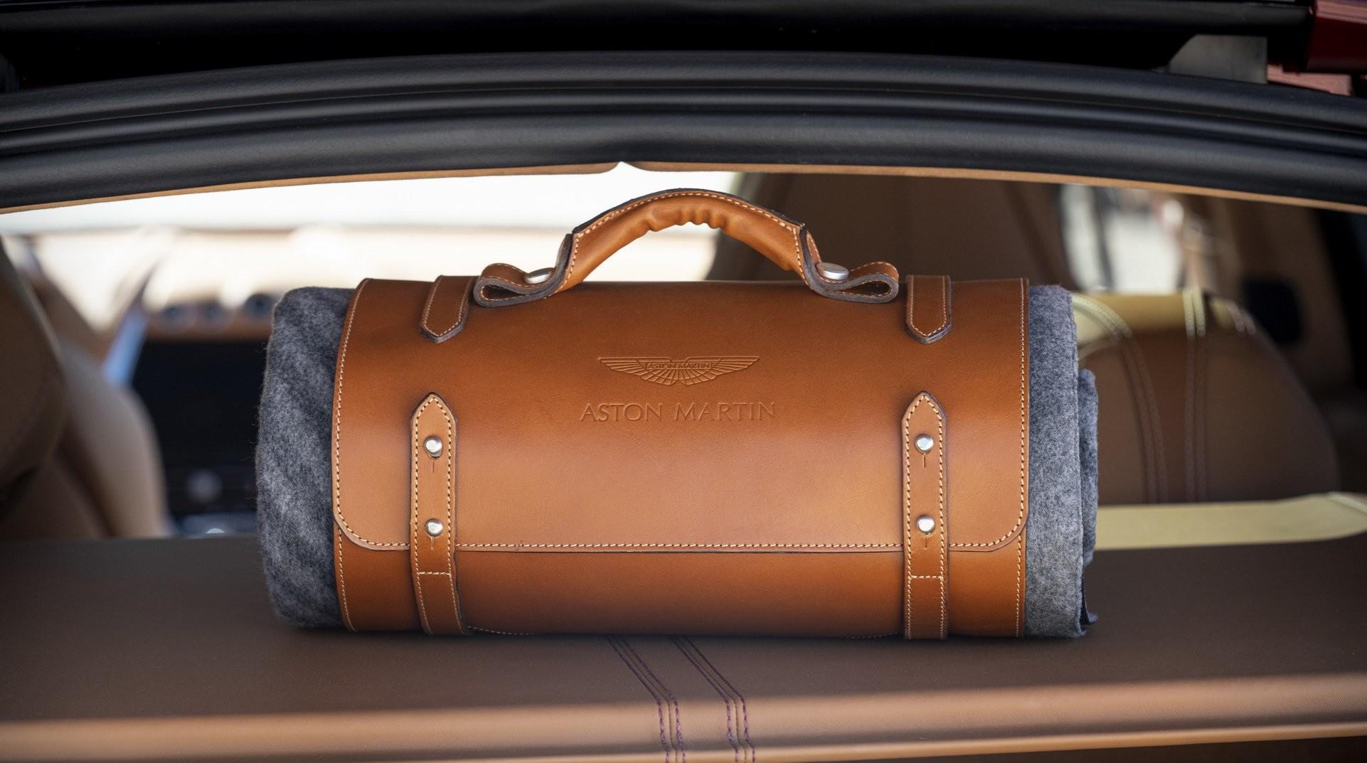 Foto de Aston Martin DBX (32/36)