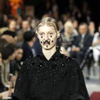 La obsesión por los piercings alcanza otro nivel en Givenchy Otoño-Invierno 2015/2016