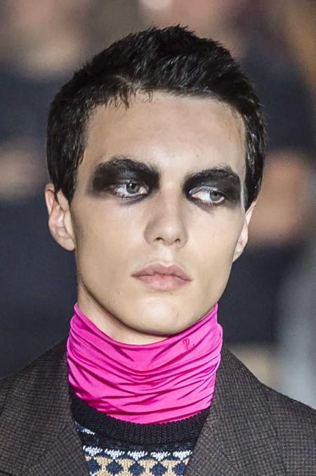 Raf Prs Ss19 086 Hr Maquillaje Y Pegatinas Asi Puedes Lograr Un Disfraz De Halloween Inspirado En Las Pasarelas