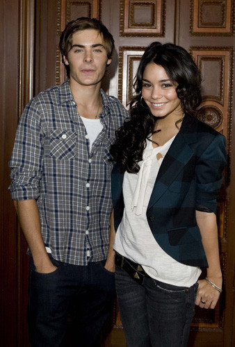 Zac_Efron_and_Vanessa_Hudgens_high_school