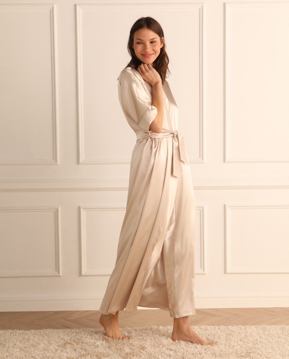 Bata larga de mujer en satén manga kimono