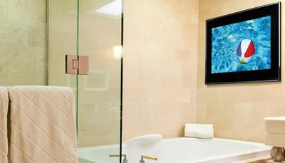 ¿Quieres una tele para tu bañera? Aquavision tiene lo que estás buscando