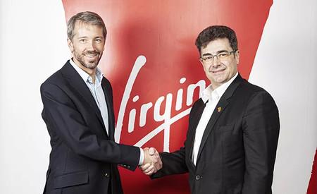 A la izquierda, Josh Bayliss, consejero delegado de Virgin. A la derecha, José Miguel García, consejero delegado de Euskaltel