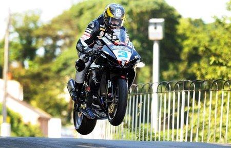 IOMTT 2011: John McGuinness, Bruce Anstey y Michael Dunlop dominan las primeras carreras