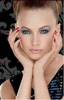 Quiero este look: ojos ahumados y uñas rojas
