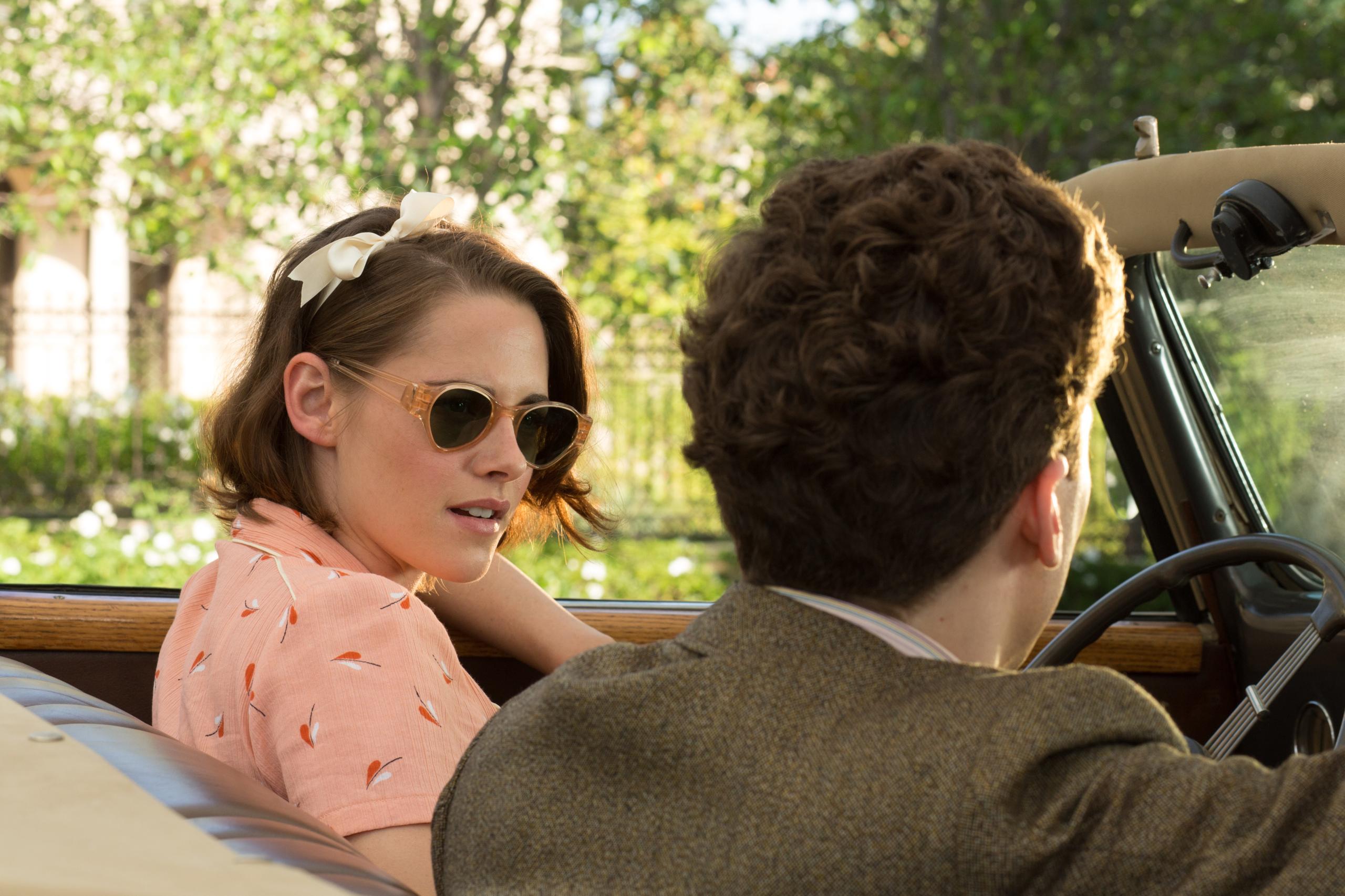 Foto de Blake Lively y Kristen Stewart protagonistas del vestuario de Café Society. Enamórate con sus maravillosos looks (8/12)