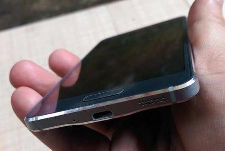 Los metálicos iPhone y Samsung Galaxy Alpha se dejan ver juntos