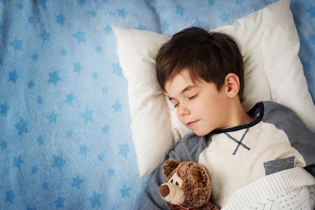 La hora de dormir también importa: ir a la cama temprano ayuda a que los niños mantengan un peso saludable