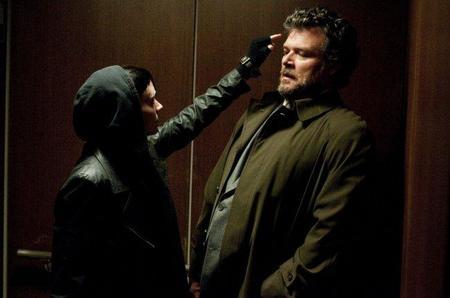 No le toques las narices a Lisbeth Salander (Rooney Mara)