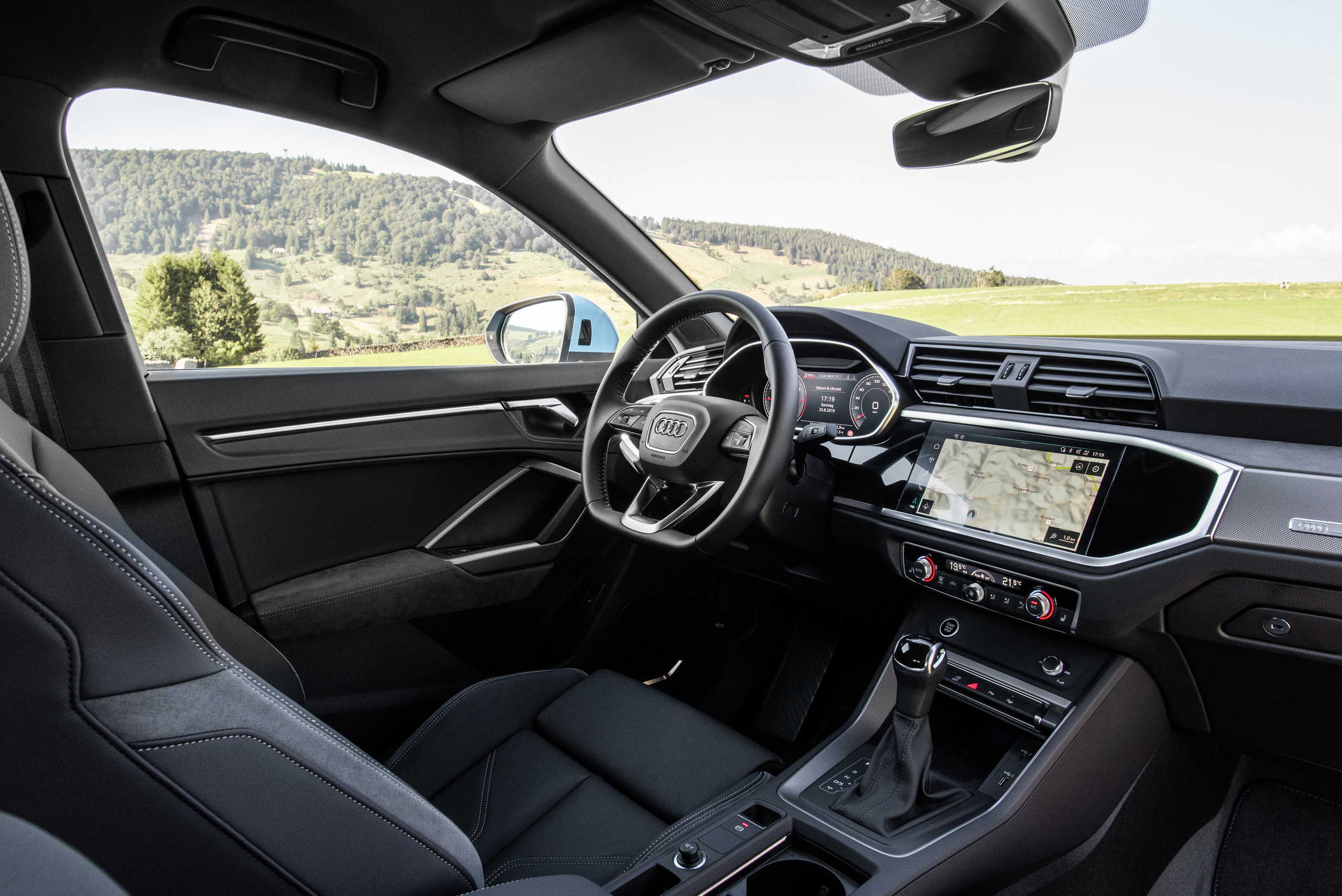 Foto de Audi Q3 Sportback (18/20)