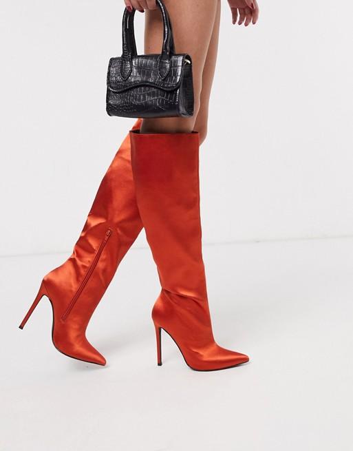 Botas de caña alta sin cierres de satén en color teja