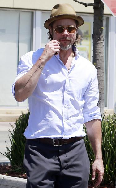 Brad Pitt lleva a su familia en la piel, y para demostrarlo se ha hecho un nuevo tatuaje
