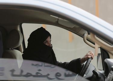 Si que te dejen conducir sola en Arabia Saudí te parece un derecho básico, mira estos otros 9 y alucinarás