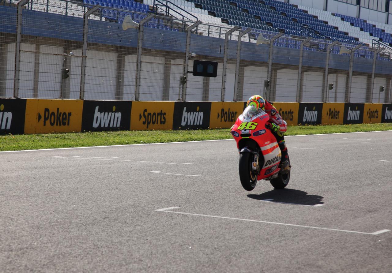 Foto de Las imágenes de Valentino Rossi sobre la Ducati Desmosedici GP12 (1/8)