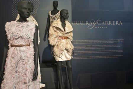 La exposición de la pasarela Cibeles:  Madrid fashion show/diseñadores en el Museo del Traje