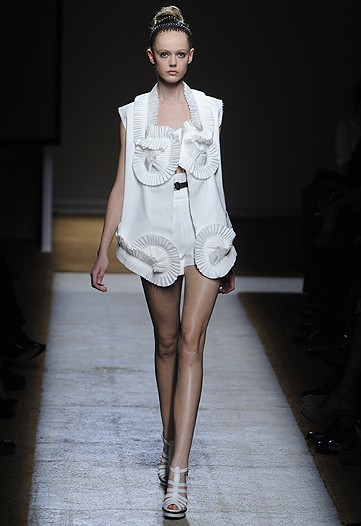 Foto de Yves Saint Laurent, Primavera-Verano 2010 en la Semana de la Moda de París (3/17)