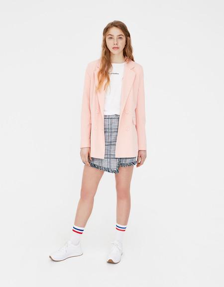 Esta Blazer rosa puede ser tuya por 12,99 euros en el remate final de las rebajas de Pull&Bear