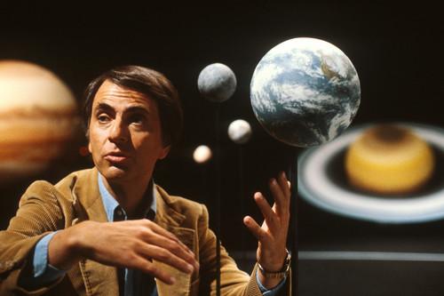 Los 11 momentos más memorables de 'Cosmos' de Carl Sagan, que ahora está gratis en Youtube