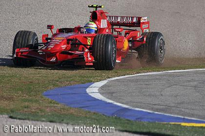 Los Ferrari mandan esta mañana en Valencia