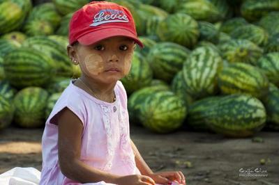 El thanaka, la protección solar de Myanmar