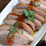 Paleta de cerdo asada, su pulled pork y su gelatina, la receta de carne al horno ideal para celebraciones