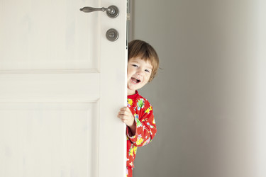 Quemaduras, asfixia, estrangulamiento... Un mal pijama puede arruinar el sueño del niño