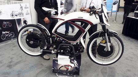 a4bd1a6c009 Hybrid Sports Bicycle  una moto híbrida a tres bandas con motor de  combustión