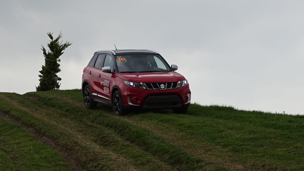 Foto de Suzuki Vitara Turbo prueba de manejo (13/18)