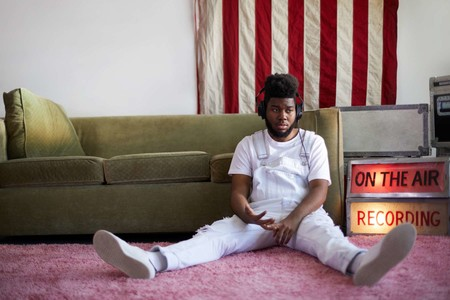 Forever 21 y Khalid juntos en la campaña de una propuesta entre blancos y denim