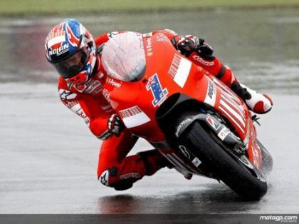 Casey Stoner logra su segunda pole consecutiva bajo la lluvia de Donington