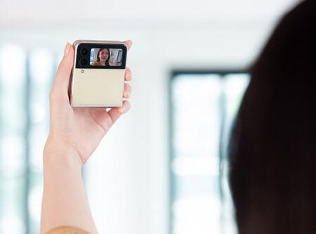 Samsung Galaxy Z Flip3 Selfie