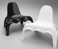Époque, una silla de plástico que se parece a Batman