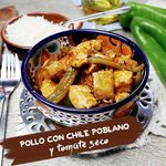 Pollo con chile poblano y tomate seco. Receta en video