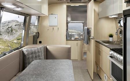 Airstream Flying Cloud 2021 Sunlit Maple Decor Feature Carolina Clay Desktop 1024x1024