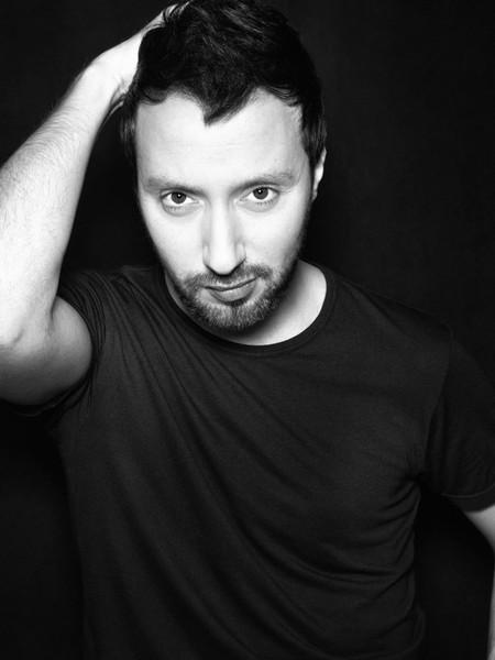 Anthony Vaccarello lanzará colección de maquillaje junto a Lancôme