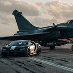 El impresionante duelo entre tierra y aire, el Bugatti Chiron Sport se mide contra un jet de combate
