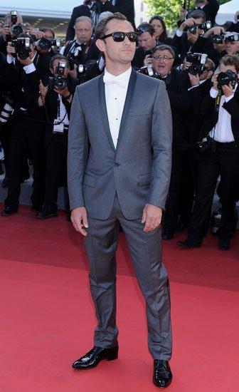 Jude Law vistió smoking Dior con pajarita blanca en la premiere de 'The tree of life' en Cannes 2011