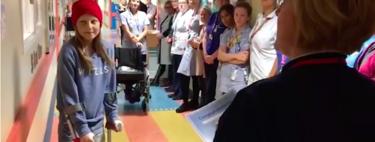 El emotivo momento en el que una niña de 12 años toca la campana de quimioterapia para celebrar el fin de su tratamiento