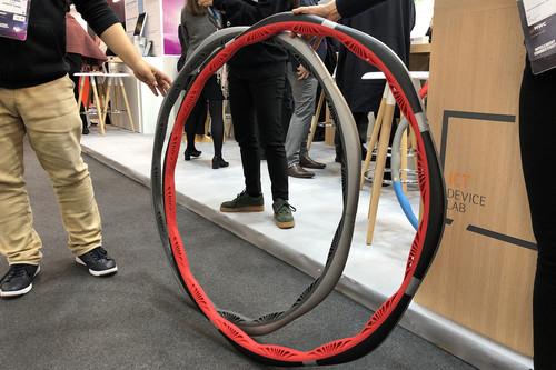 Alguien pensó que un hula hoop que se conecta al móvil y monitoriza su uso era una buena idea. Nosotros lo hemos probado