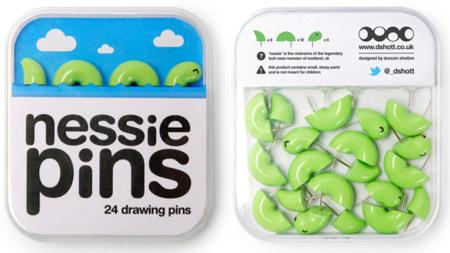 Pins con forma de Nessie, el monstruo del lago Ness