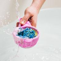 Lush celebra los 30 años de la invención de la bomba de baño con una edición limitada de lo más creativa