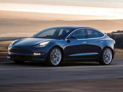 El Tesla Model 3 de alto desempeño llegará a mediados del próximo año